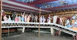 ডুমুরিয়ায় পদ্মা সেতুর আদলে প্রতিমা মঞ্চ