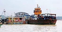শিমুলিয়া-কাঁঠালবাড়ী নৌরুট: ফেরি পারাপারে লাগছে ২ ঘণ্টা