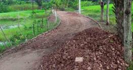 বটিয়াঘাটায় নিম্নমানের ইট ও মাটিযুক্ত বালু দিয়ে রাস্তা নির্মাণ