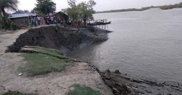 কয়রায় বাঁধে ভয়াবহ ভাঙন, আতঙ্কে এলাকাবাসী