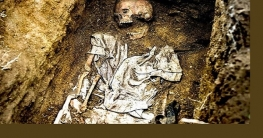 মোটরবাইকের জন্য কবর থেকে বাবা-মায়ের মরদেহ তুললো ছেলে