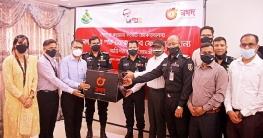 র্যাব সদস্যদের স্বাস্থ্য সুরক্ষা সামগ্রী উপহার দিল 'নগদ'