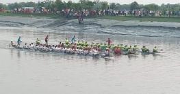ডুমুরিয়ায় নৌকা বাইচ প্রতিযোগিতা