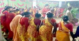 নাচে-গানে ওঁরাও সম্প্রদায়ের কারাম উৎসব উদযাপন